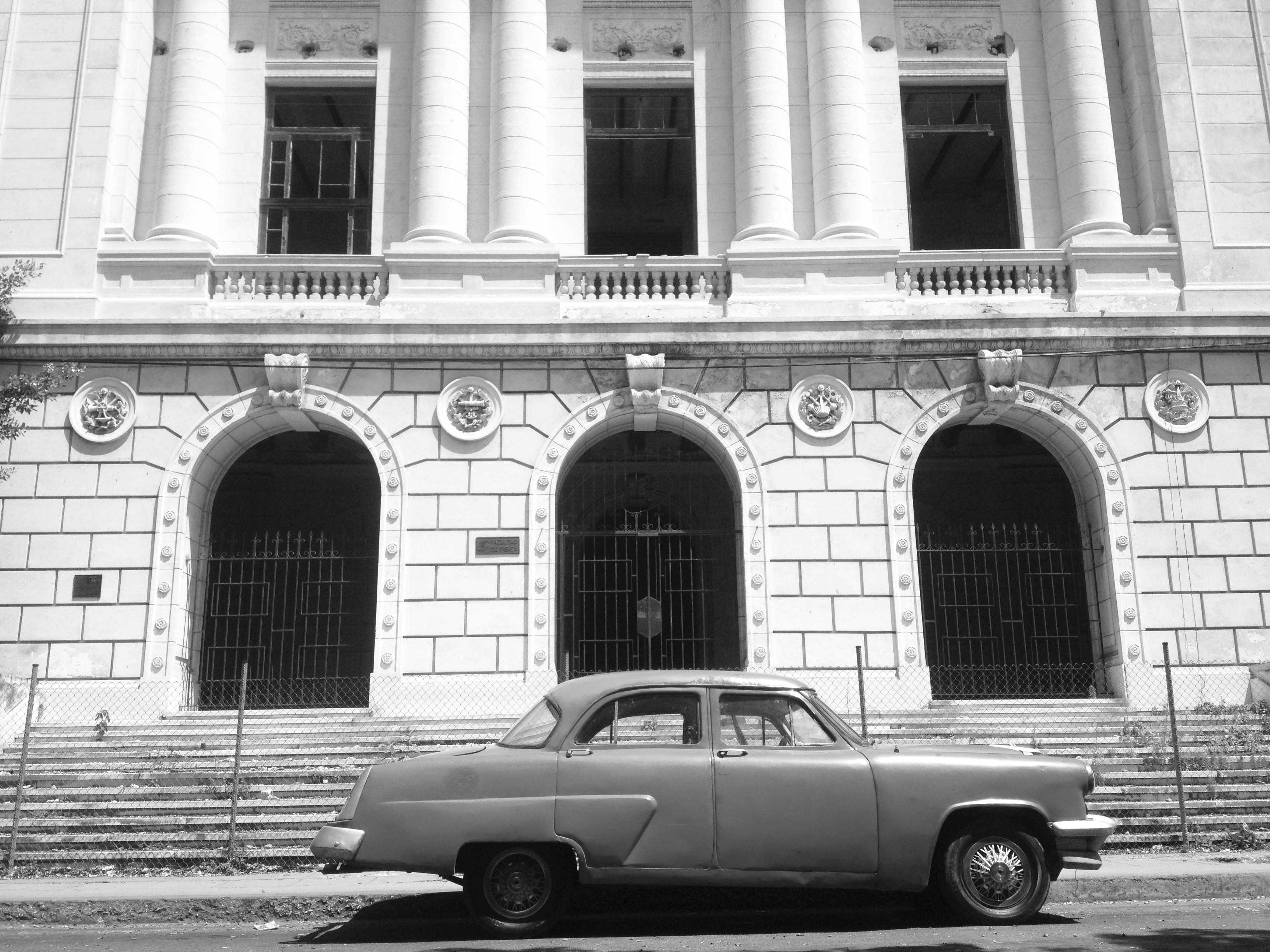 Spanish architecture and 1950's American car in Havana.