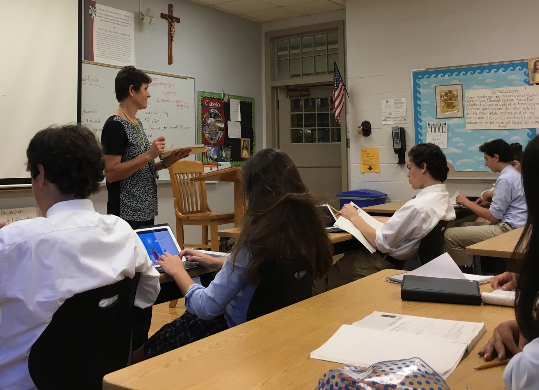 Signora Dalacic instructs an Italian I class.