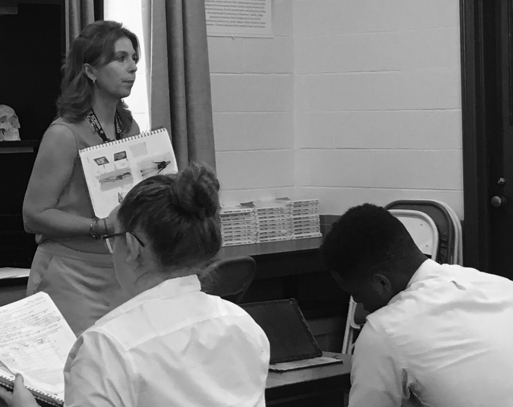 Ms.+Dodson+teaches+an+Anatomy+class.